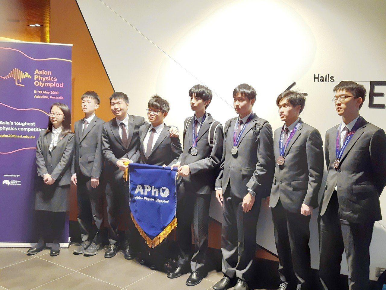 第20屆亞洲物理奧林匹亞競賽今天在澳洲公布結果,我國在27國、166名參賽學生中...