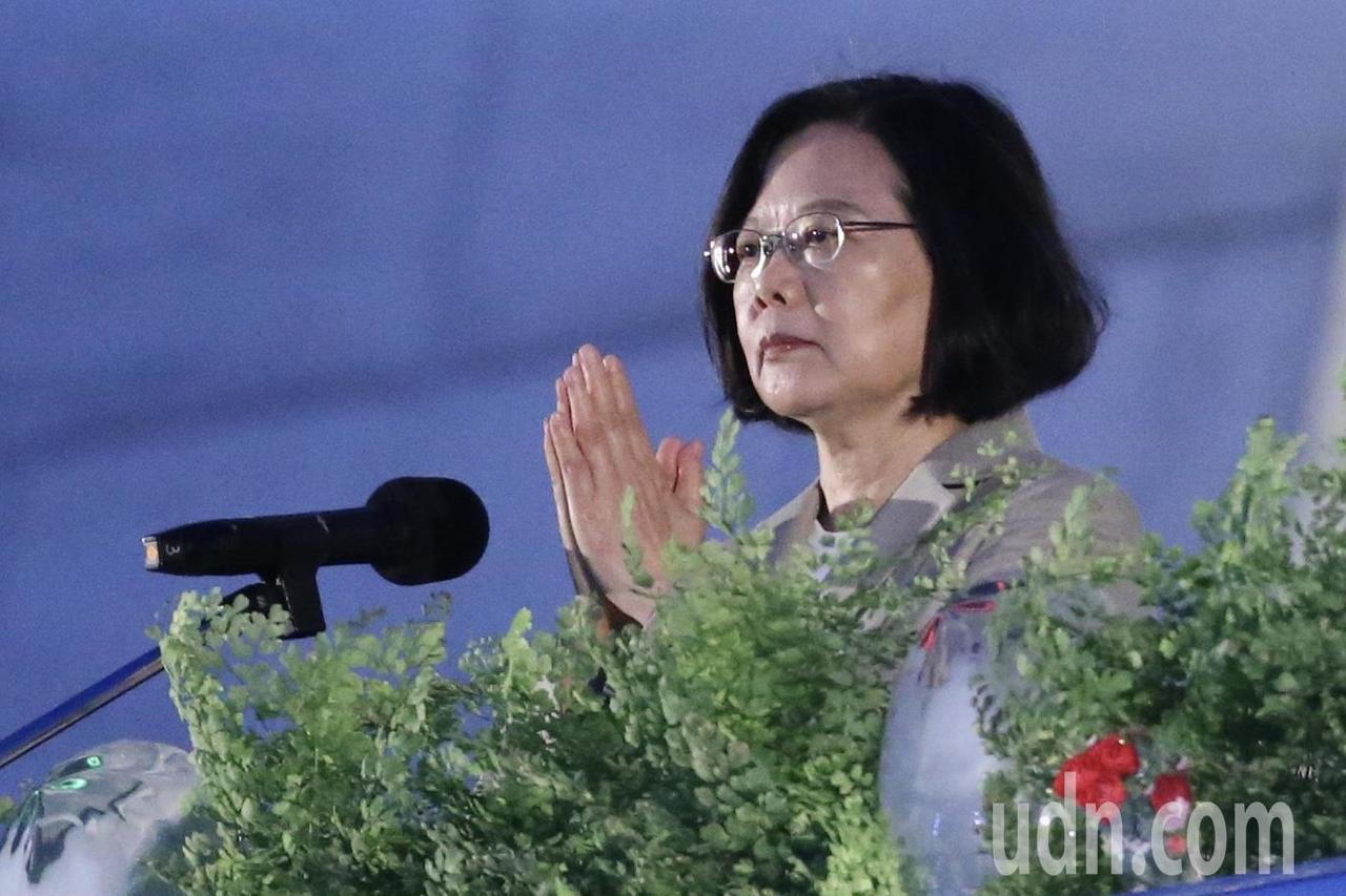 慈濟基金會今天在台北市中正紀念堂舉行「2019佛誕浴佛孝親感恩祈福會」,蔡英文總...