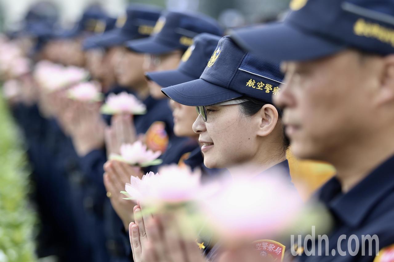 慈濟基金會今天在台北市中正紀念堂舉行「2019佛誕浴佛孝親感恩祈福會」,各界人士...