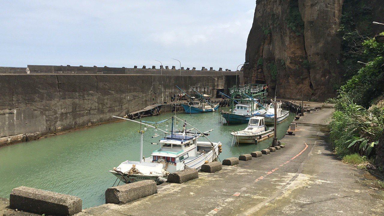 台劇《我們與惡的距離》這美麗的漁港,是水湳洞漁港邊的一角。記者吳淑君/攝影