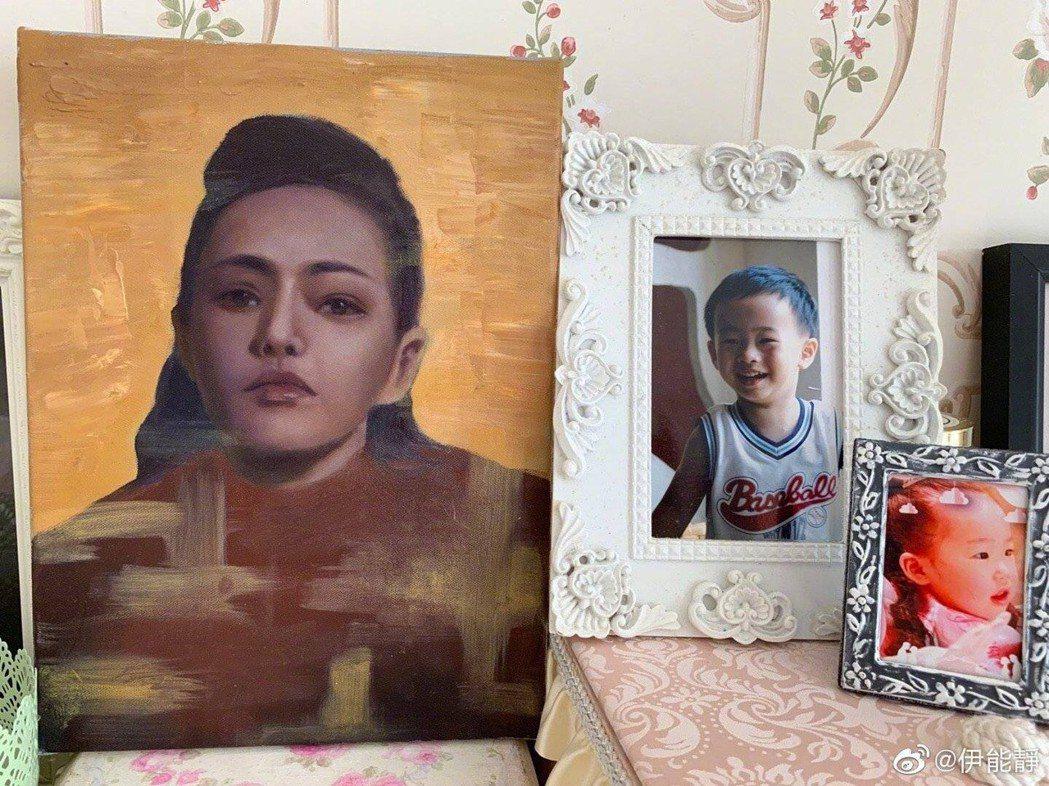 伊能靜秀兒子小哈利畫的畫像。圖/摘自微博