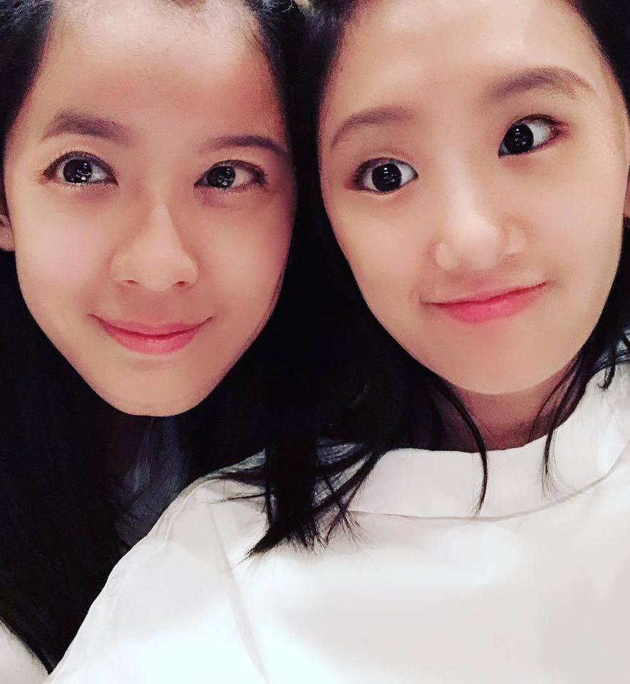 賈靜雯和女兒梧桐妹玩換臉。圖/摘自臉書
