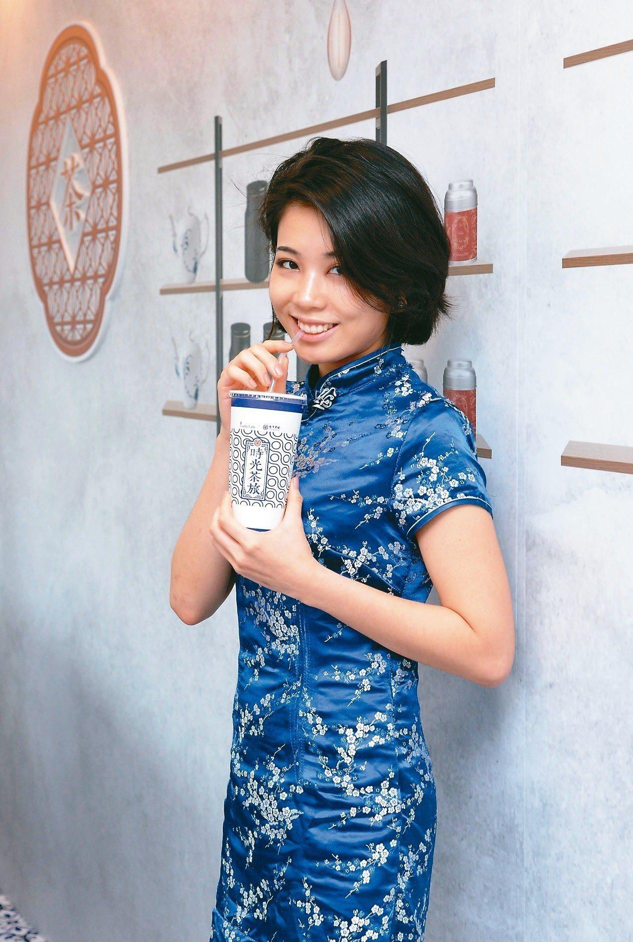 全家便利商店攜手台灣農林推出聯名茶飲。 圖/全家便利商店提供