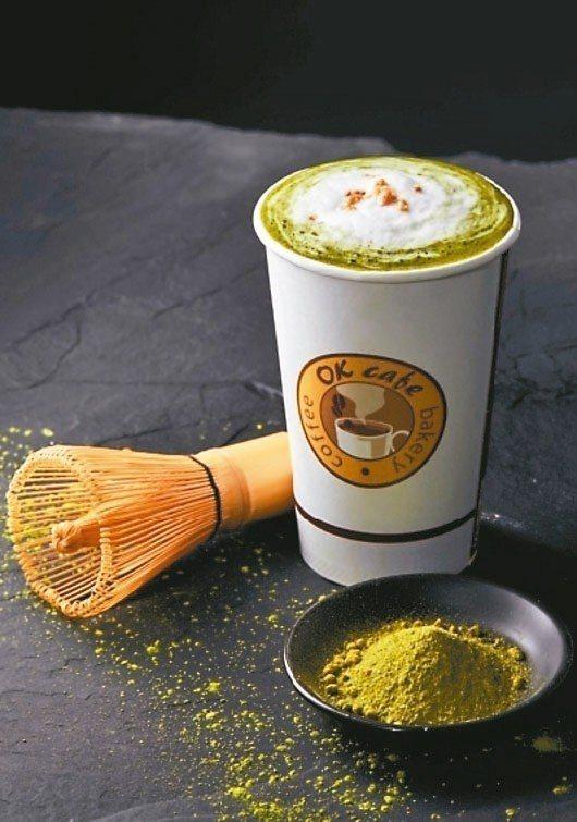 OKmart今夏限定的「玄米海鹽抹茶拿鐵」,喝得到玄米、抹茶清香與脆Q口感。 圖...