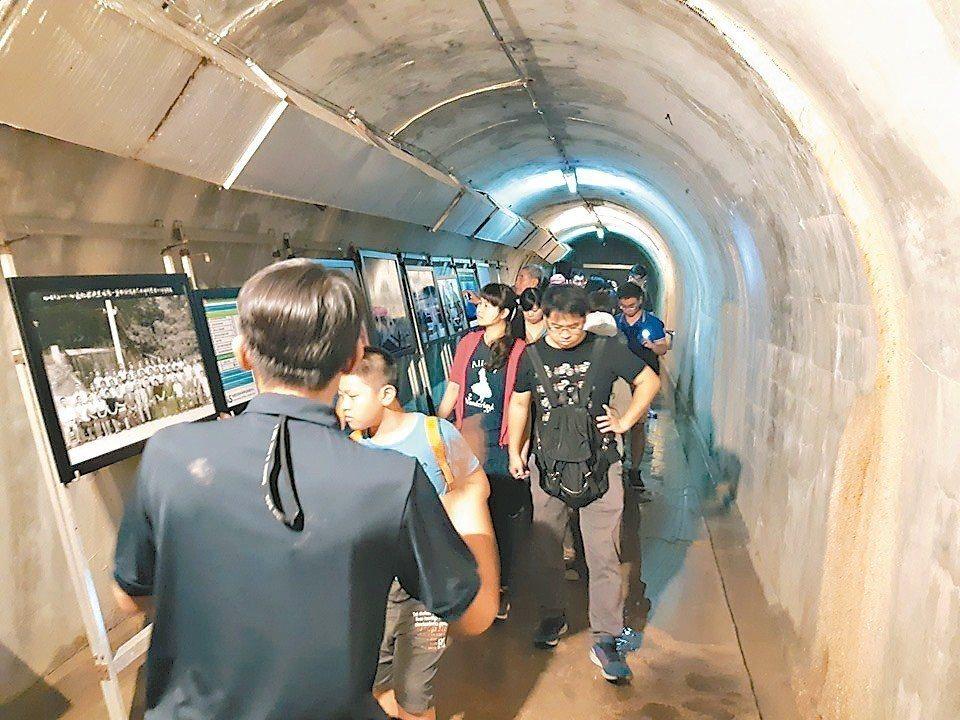 「鼓山洞」主要特色為鐘乳石化的隧道地形,符合電影故事中科幻場景的特殊調性,透過影...