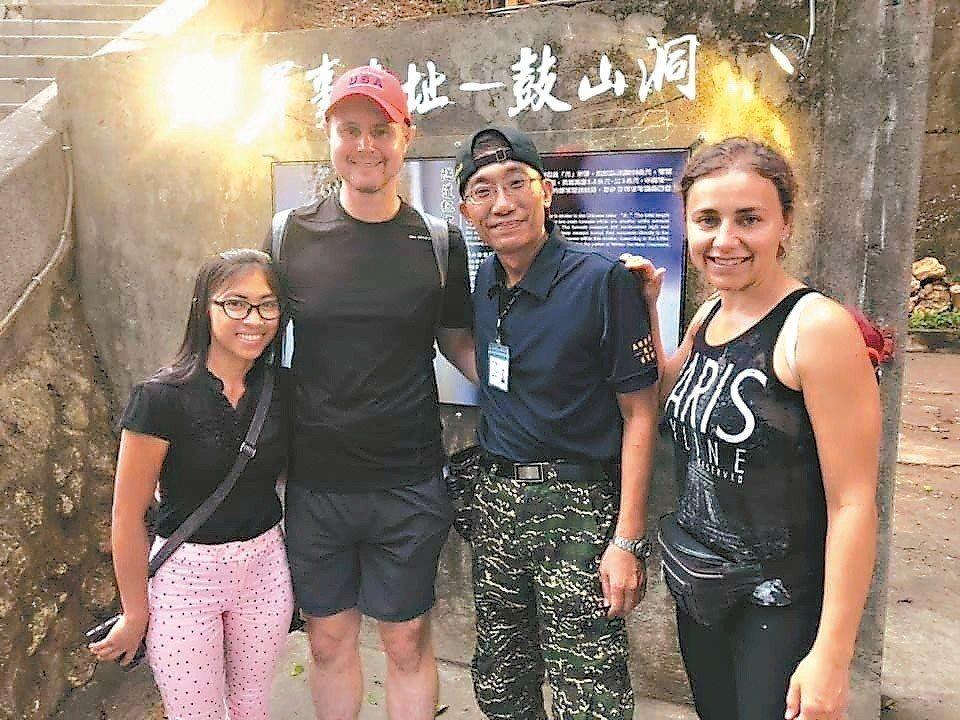 由於「鼓山洞」是高雄市政府選定的第一個軍事遺址觀光據點,開放以來,吸引不少來自日...