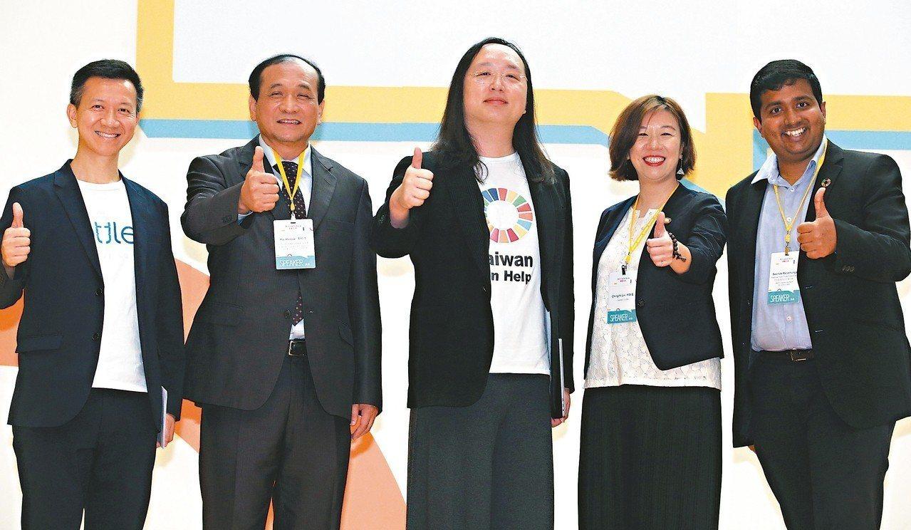 二○一九亞太社企高峰會昨天邀請香港社會創投基金魏華星(左起)、國際合作發展基金會...