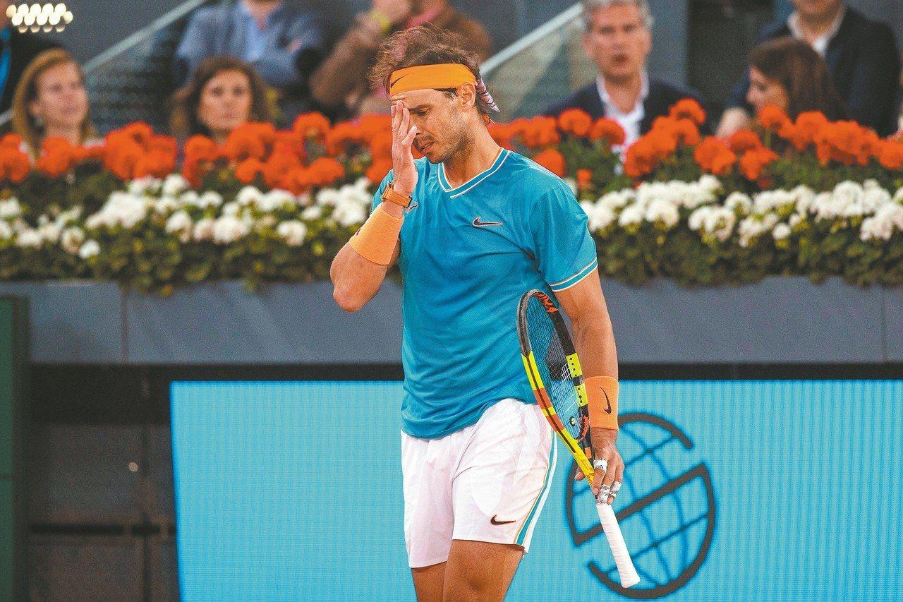 納達爾在馬德里網賽落敗,難掩失望之情。 (歐新社)