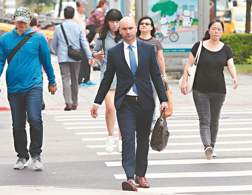 外國特定專業人才今年也有租稅優惠。