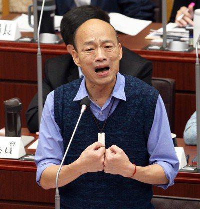 高雄市長韓國瑜5月起總質詢話題不斷,曾遭議員挖苦看小抄。圖/聯合報系資料照片
