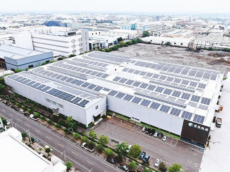 運錩鋼鐵大發廠屋頂的太陽能發電系統已完工啟用。 運錩/提供