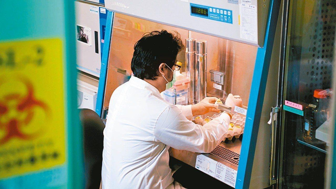 中研院近年積極強化基礎研究與產業應用的連結,以解決台灣所遇到的若干問題。 中研院...