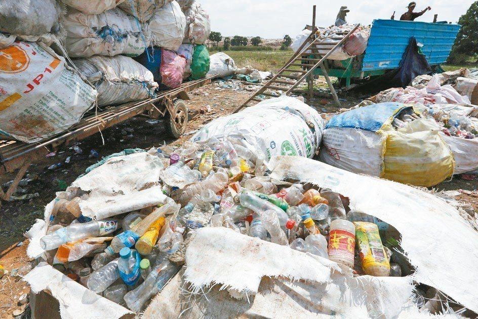 聯合國逾180國上周簽署協議,將規範塑膠廢料出口,抑制全球塑膠危機。 (歐新社)