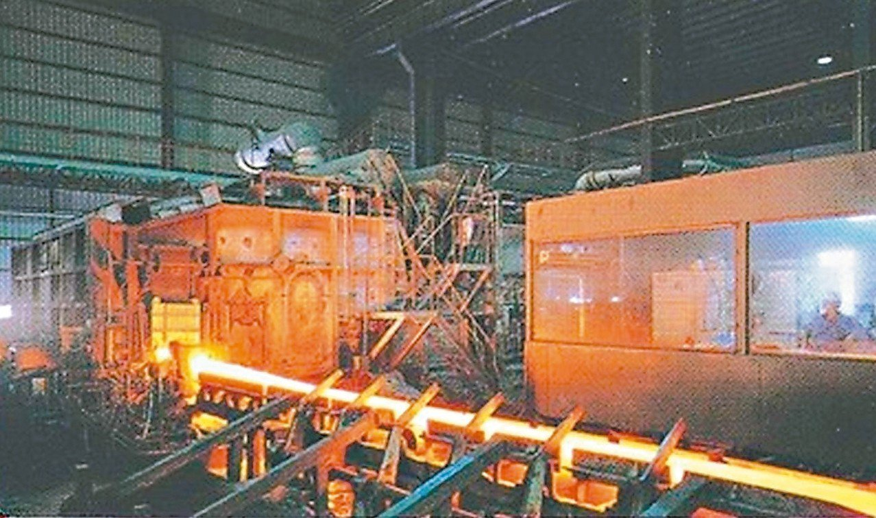 台灣鋼鐵集團成功架構國內最大一貫化作業電爐煉鋼廠,打造國內第三大鋼鐵王國。 本報...