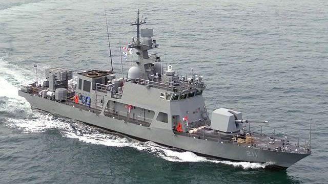 韓國海軍將火箭彈配備在210噸級中型火箭獵殺巡邏艇(PKMR)上。圖/南韓國防採...