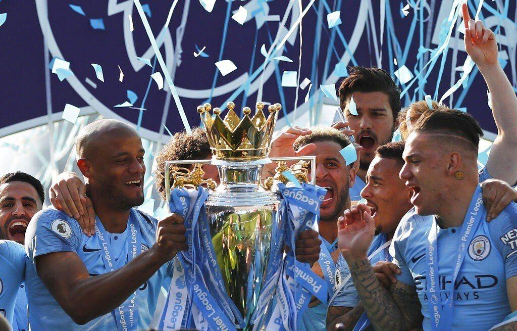 英格蘭足球超級聯賽曼城衛冕冠軍。 美聯社