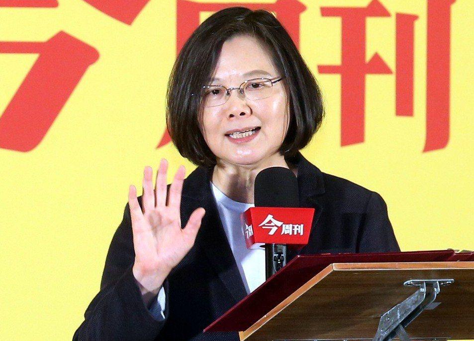 蔡英文陣營認為,台灣合格的1800萬選民中有500萬人只有手機,手機族的聲音不應...