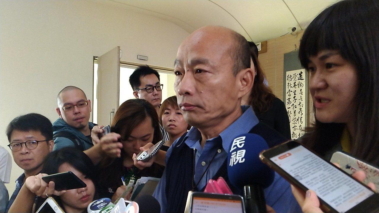 高市長韓國瑜上午在議會受訪。聯合報系記者蔡孟妤/攝影