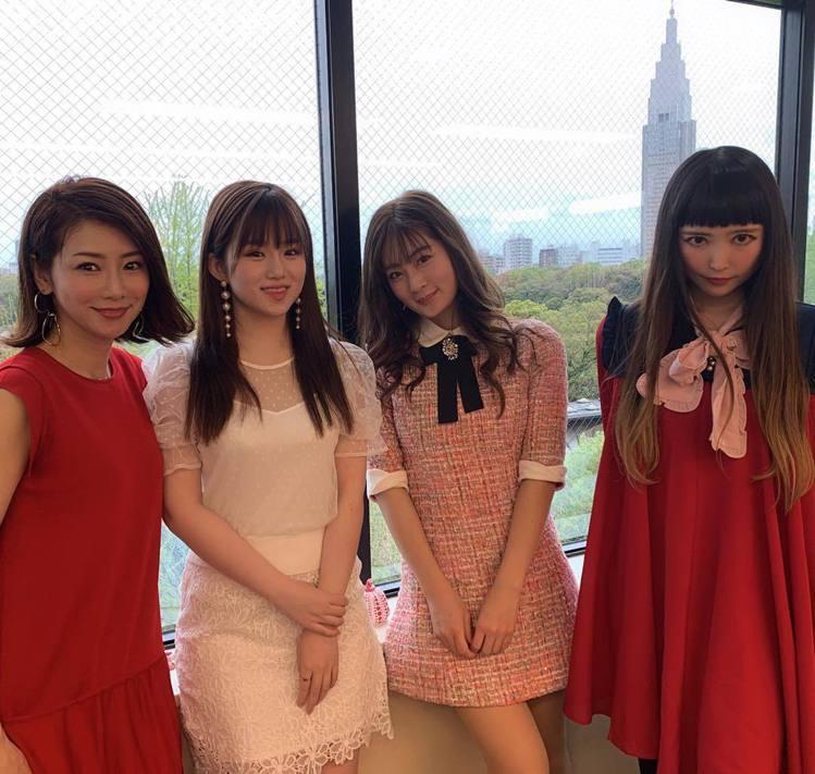 水谷雅子(左一)。圖/擷自instagram