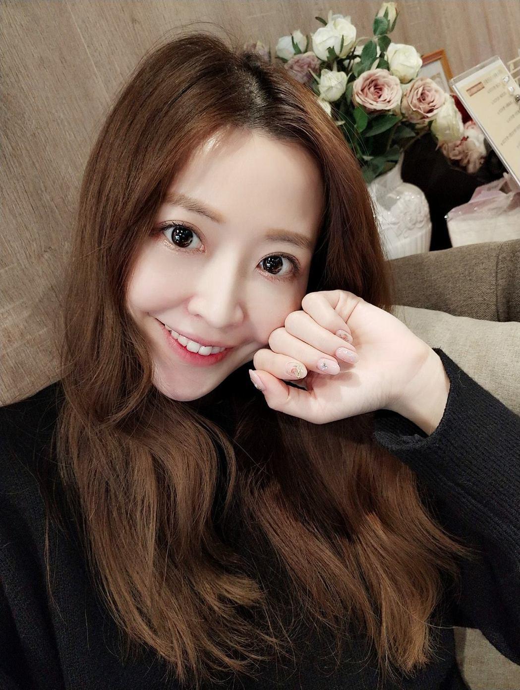 Lucy倪千凌升格成為人妻。 圖/擷自倪千凌臉書