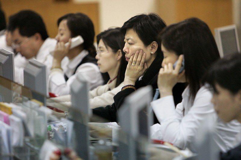 台灣都市化的過程,讓許多人脫貧入富,國民所得提升。 圖/美聯社