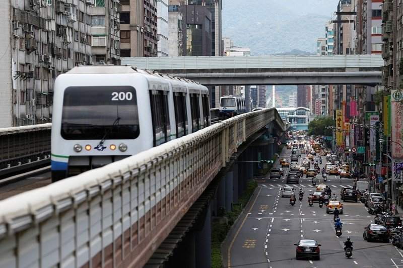 對環境最友善的生活地點,是對大眾運輸高度使用的大都會鬧區,人均用油量較少。 圖/...