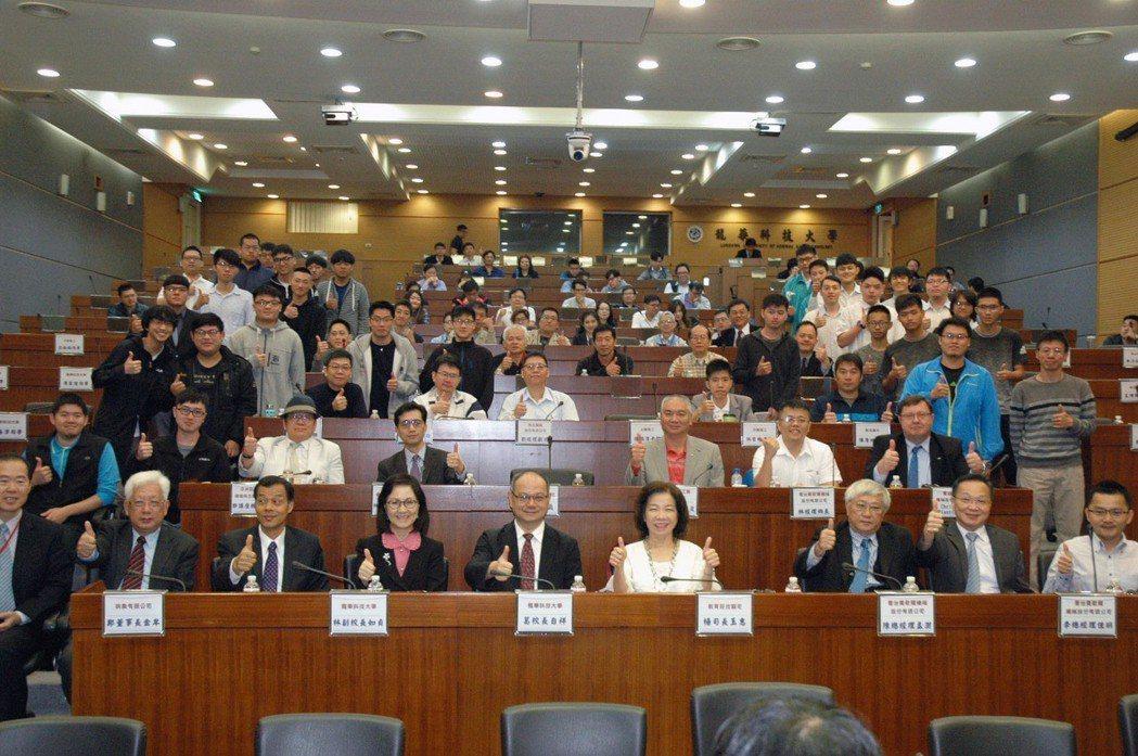 全國CNC加工競賽頒獎暨高端加工智慧化研討會於龍華科大舉行,產官學界代表齊聚一堂...
