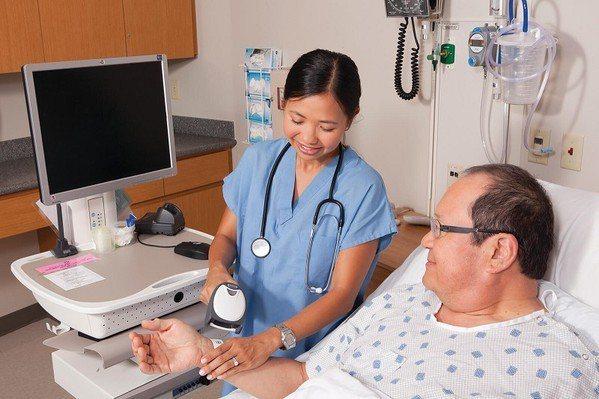 圖3 : IT終端設備的應用漸廣,在醫療領域已是不可或缺的系統。(Source:...