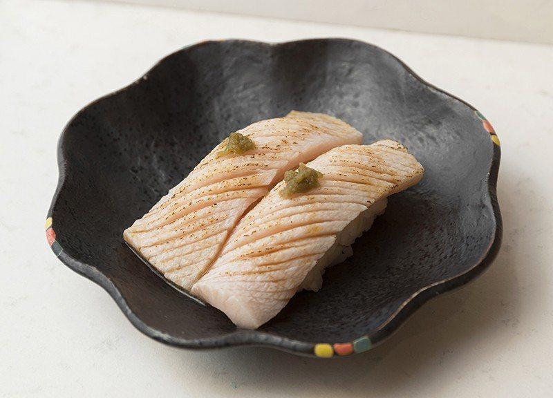 油旗魚 時價/經熟成處理逼出油脂轉為香氣,也使得肉質帶有甜味。