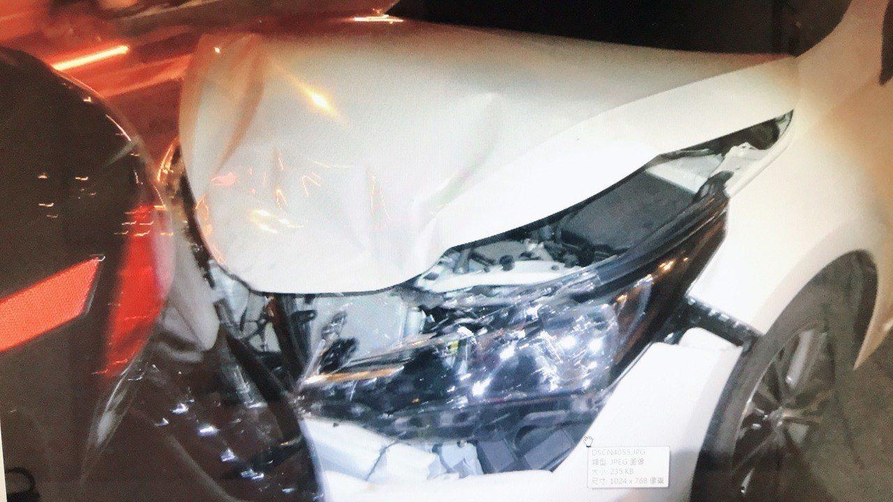 高雄市台88線快速道路昨天晚間近9時許,發生7車連環撞車禍。記者邱奕能/翻攝