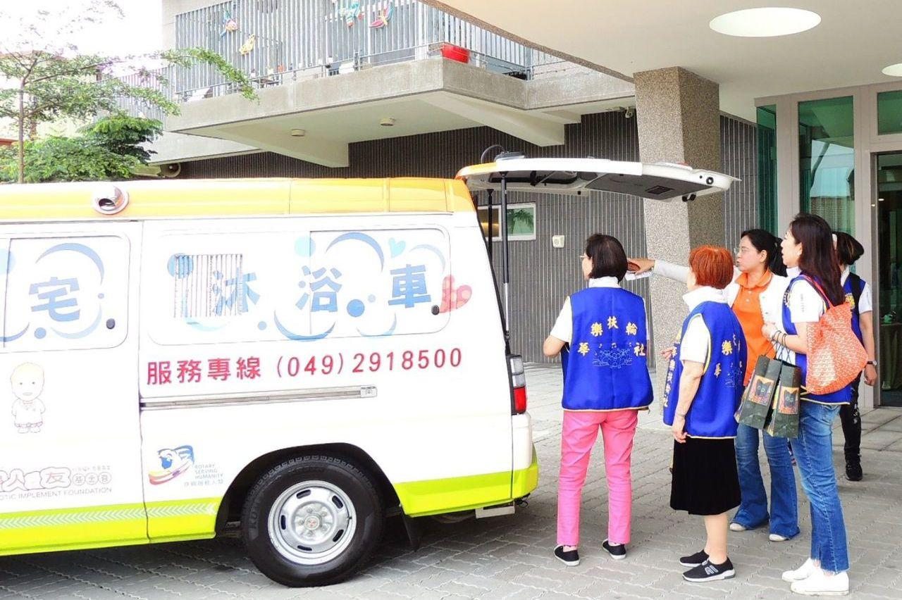 偏鄉醫療資源缺 他們最需要醫療車與沐浴車