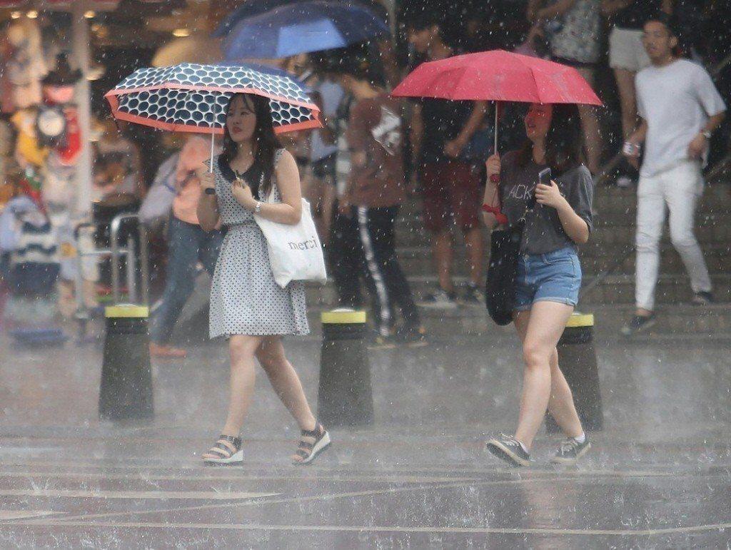中央氣象局說,周二起午後雷陣雨範圍會一天比一天廣。 本報資料照片