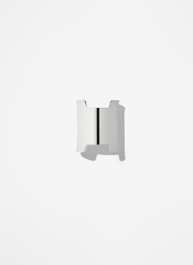 愛馬仕Amazone Hermès系列純銀手鐲,10萬6,500元。圖/愛馬仕...