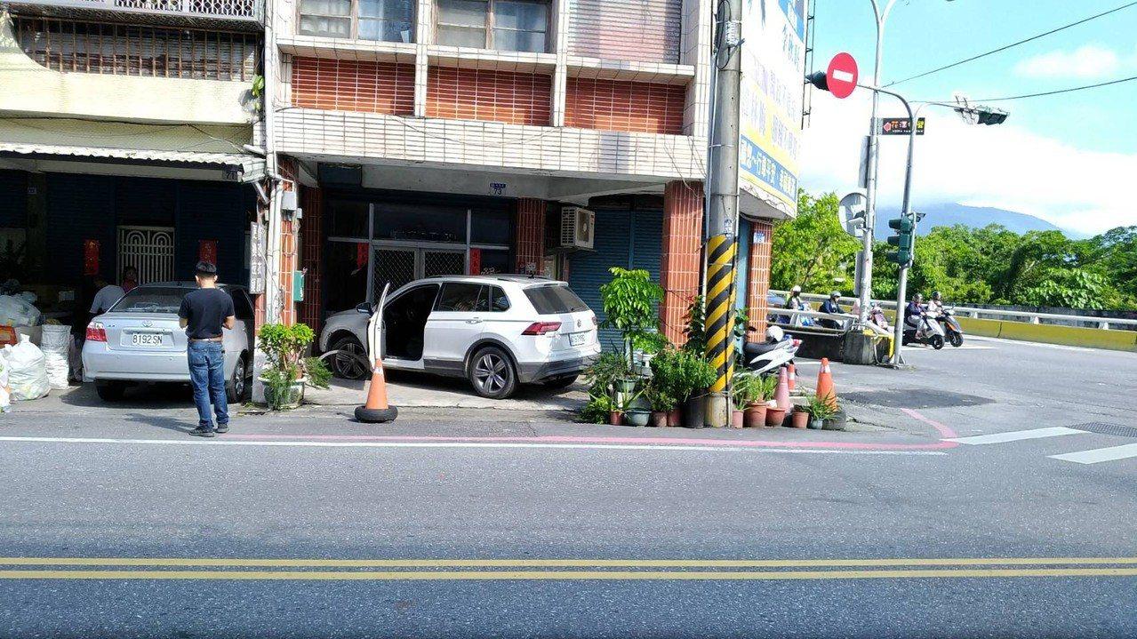 自小客車疑似車速過快發生事故。圖/花蓮警分局提供