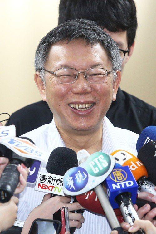 台北市長柯文哲上午接受訪問表示,避談是否投入總統選舉,澄清沒有六月會說清楚是否參...