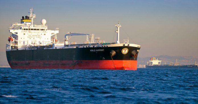 沙烏地阿拉伯13日證實,其兩艘油輪在阿拉伯聯合大公國的領海水域上遭受攻擊。圖為沙...