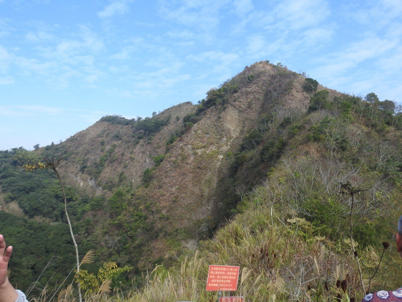 南投縣草屯九九峰是縣內知名的美麗山脈,但目前透過空拍機才能全面鳥瞰美景,縣府因此...