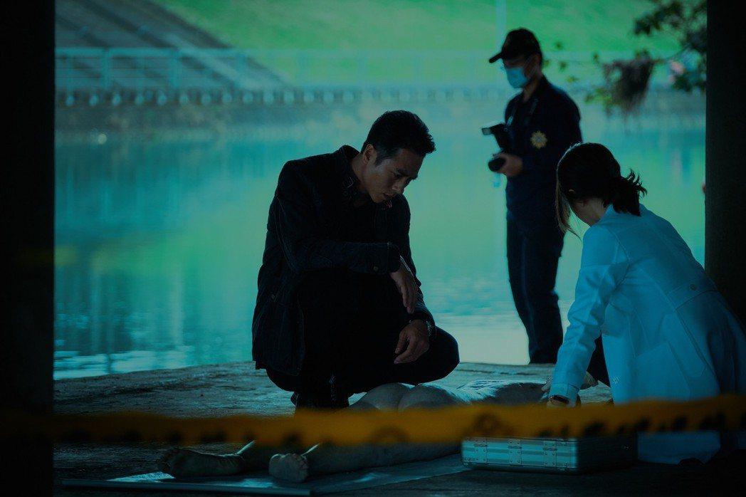 莊凱勛、邵雨薇合演「緝魔」 。圖/華映提供