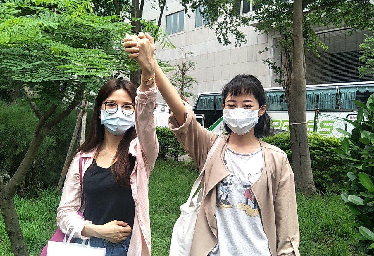 長榮航空空姐上班結束紛紛參加空服員第一場罷工投票,力挺工會罷工投票行動,被稱為「...