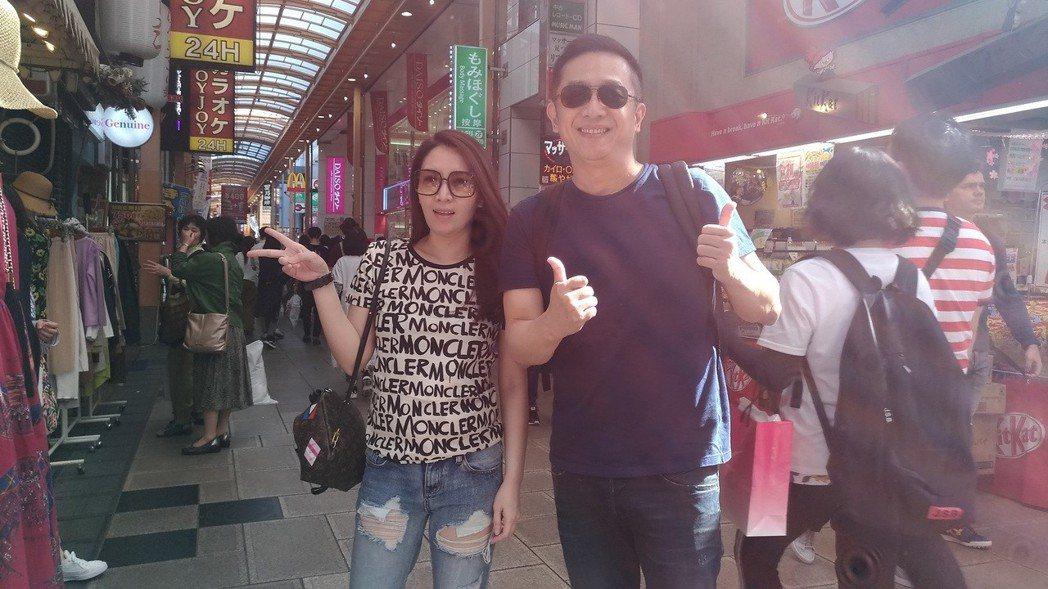 陳昭榮(右)親赴日本大阪直播。圖/翰成數位直播提供