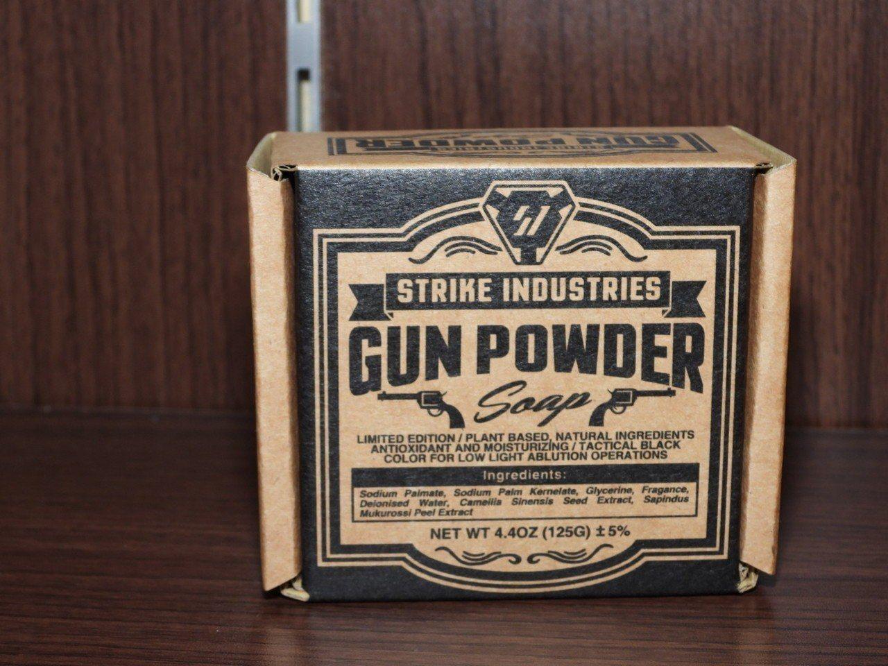 火藥盒包裝的「火藥皂」受軍火迷喜愛。記者周宗禎/攝影