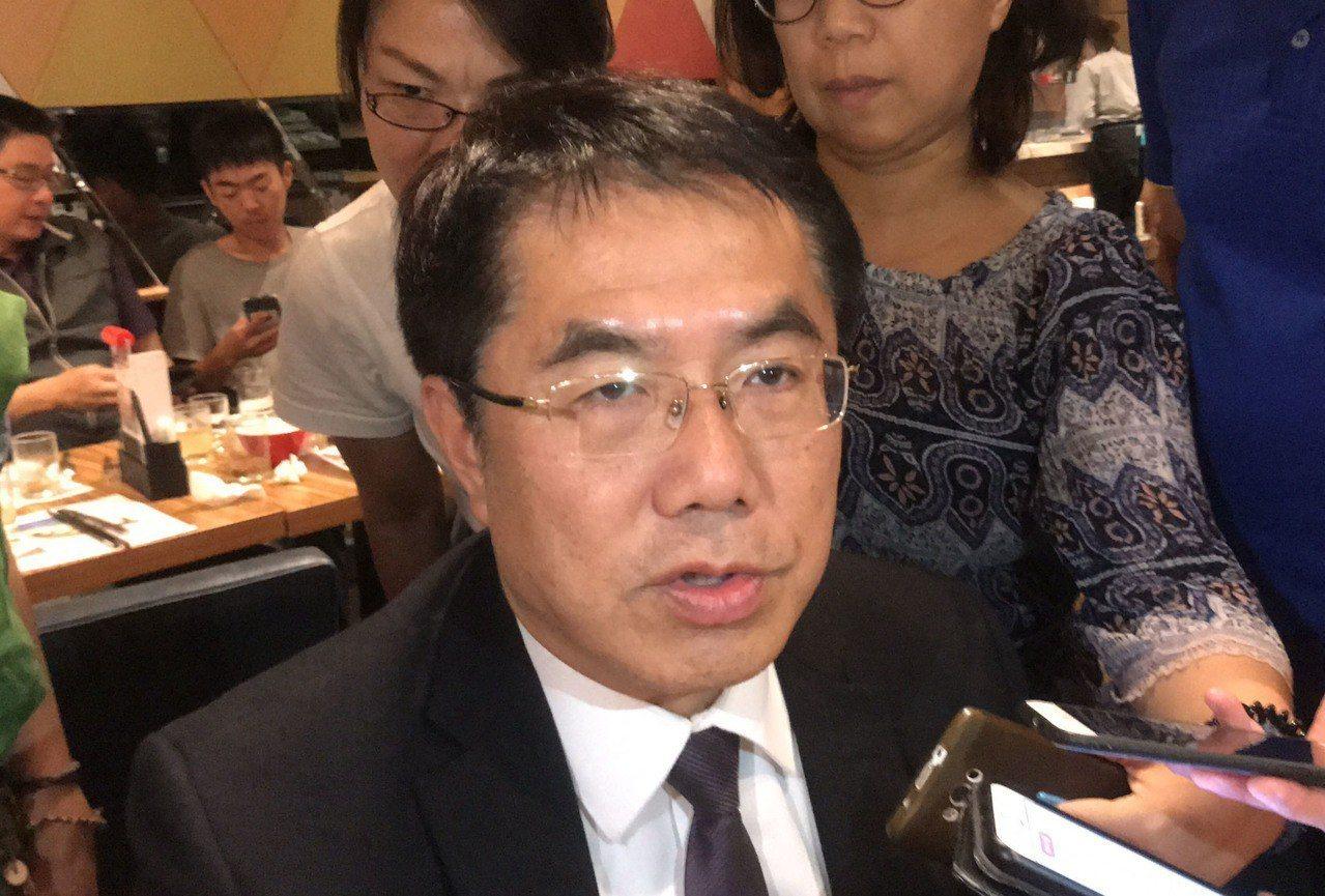 高雄市長韓國瑜說選上總統就在高雄上班,台南市長黃偉哲(圖)認為,這對南部人有相當...
