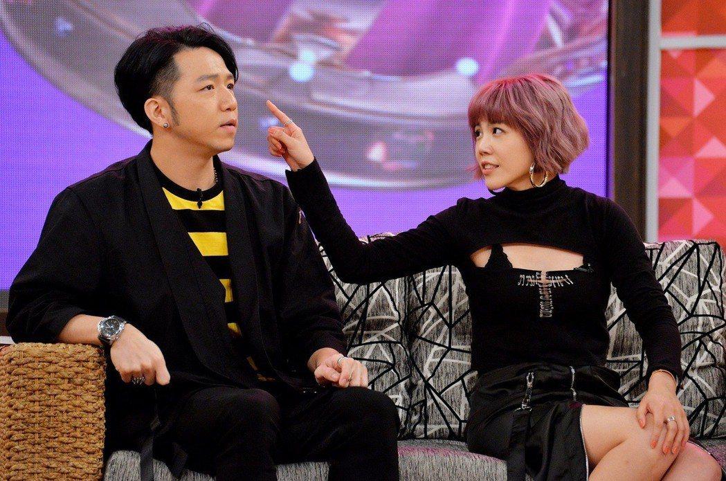 大飛(左)和楊晨熙即將步入禮堂。圖/衛視提供