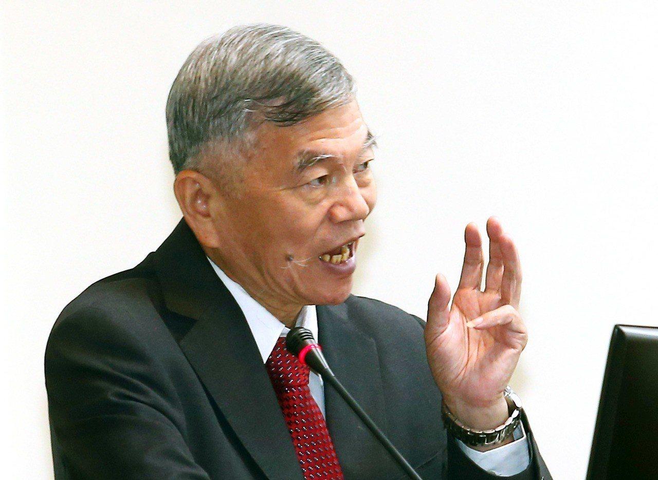 經濟部長沈榮津表示,經濟部推動能源轉型,2025年前不缺電;台商回流也不缺電。圖...