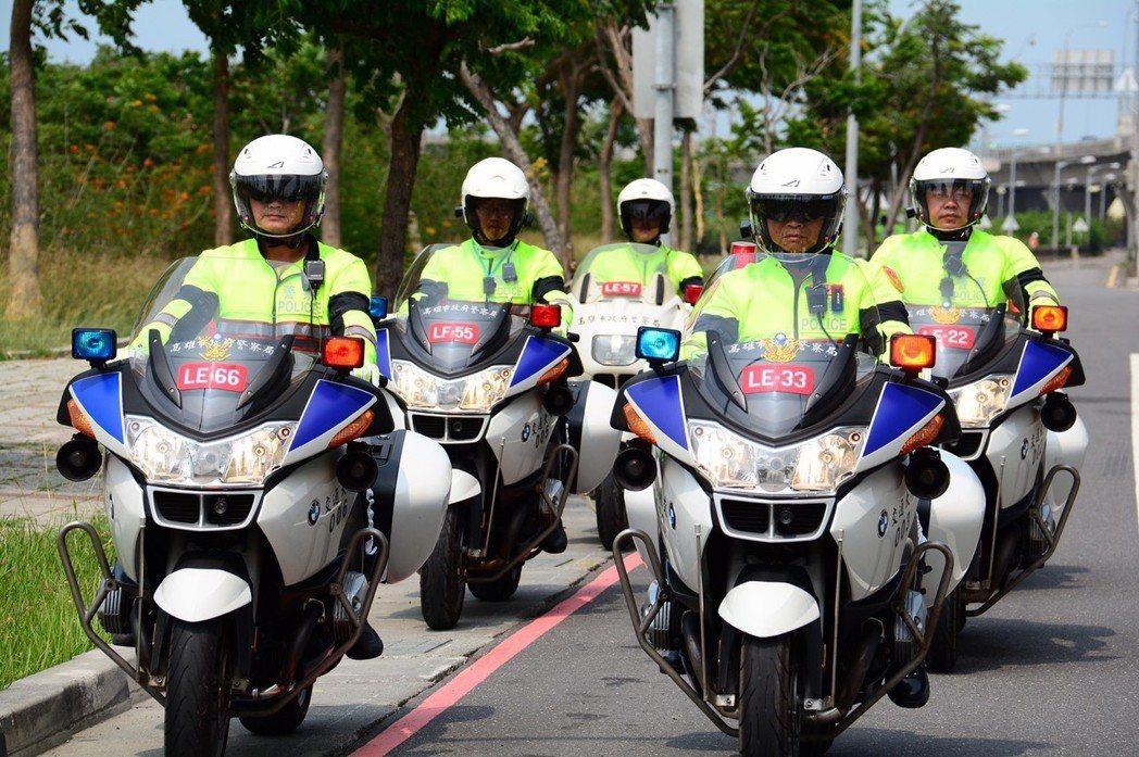 警方進行總統維安,需要擔任車隊前方的「清道」、「前導」,以及尾端「殿後」。 記者...