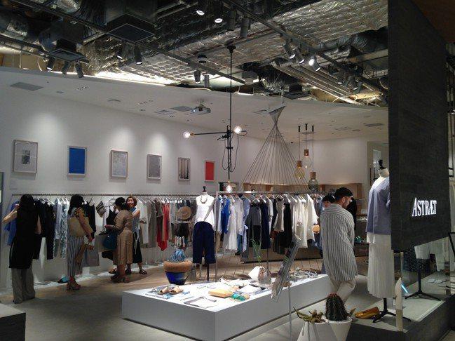 新宿商場NEWoMan的服飾樓層。 圖/陳元慈提供