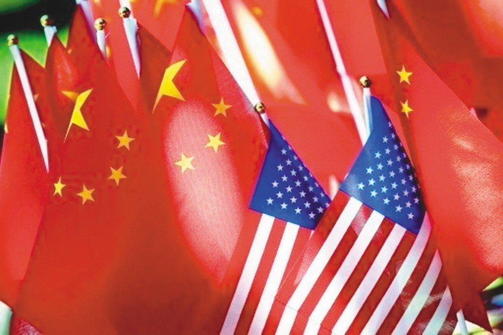 有學者認為中美互相調漲關稅,不僅嚴重影響進口貿易商,最終受苦的還是本地消費者。 ...
