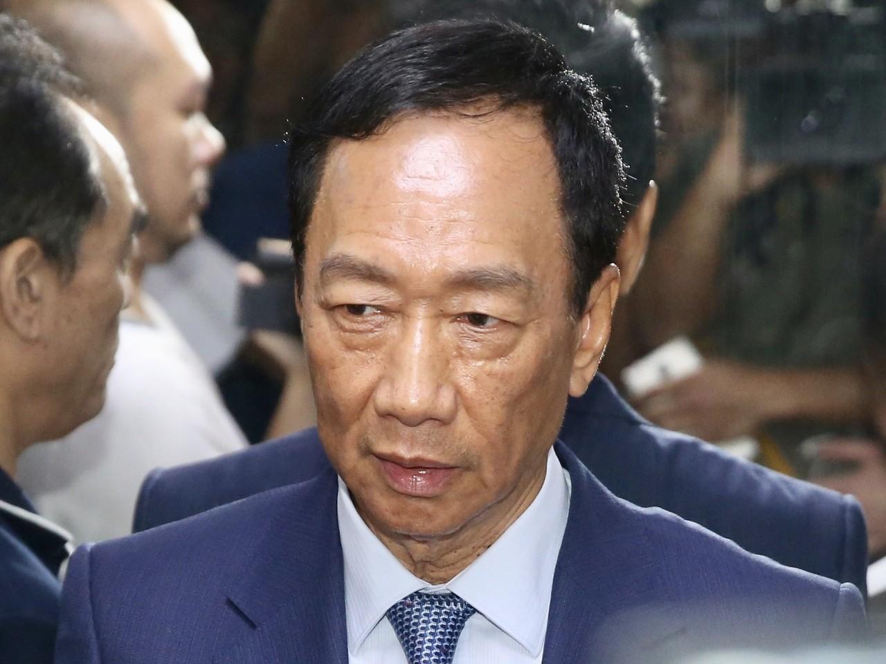 郭台銘表示若未來當選總統,就任兩年內會把內閣權力與立法院相關配套法令做整理,推動...