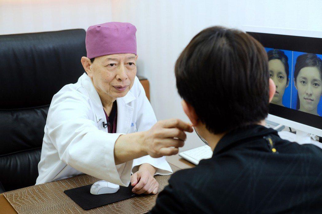 過度依賴3C產品,將可能造成眼袋提早出現。 晶華美醫診所/提供