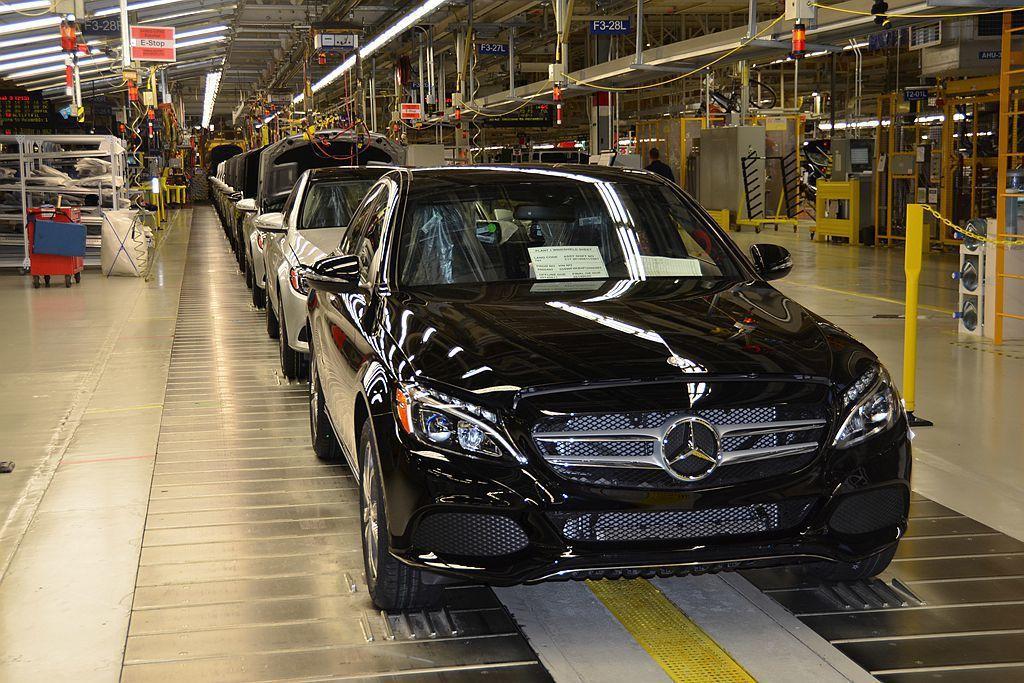 2014年於美國開始生產賓士C-Class並為當地帶來1,000個就業機會,只是...
